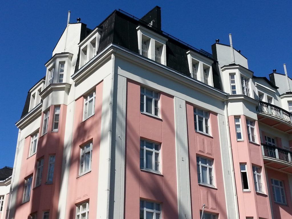 Inspiraatiota Oulusta: raikas valkoinen ja vaaleanpunainen ovat kuin vadelmajäde.