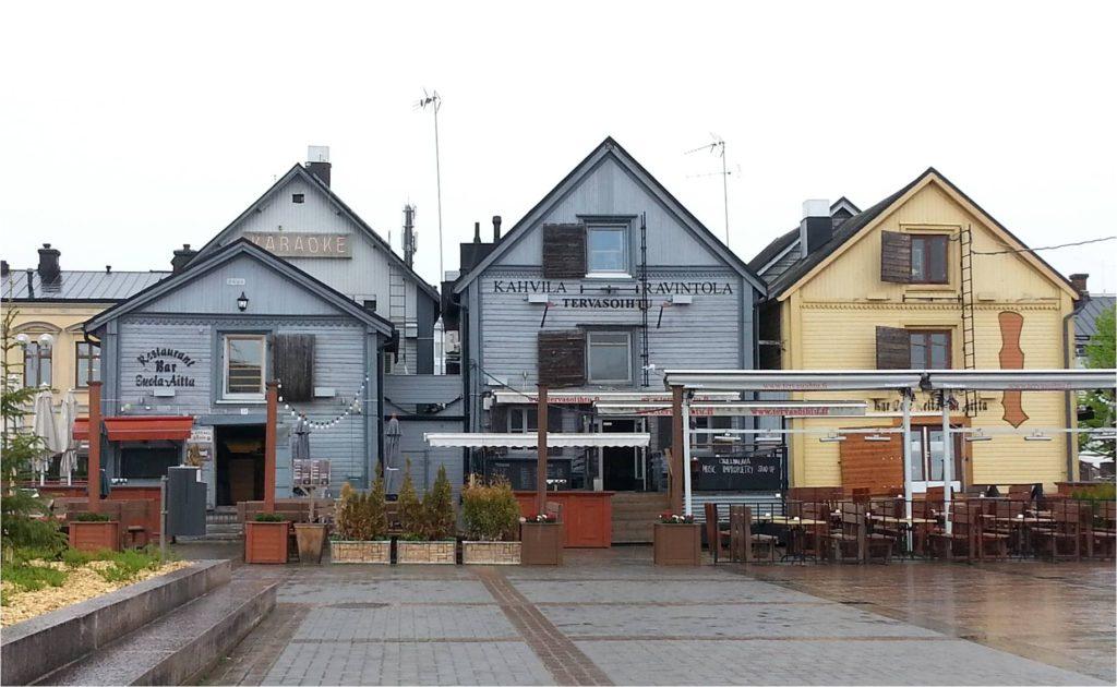 Inspiraatiota Oulusta: kauniit rakennukset luovat rennon tunnelman torin rantaan.