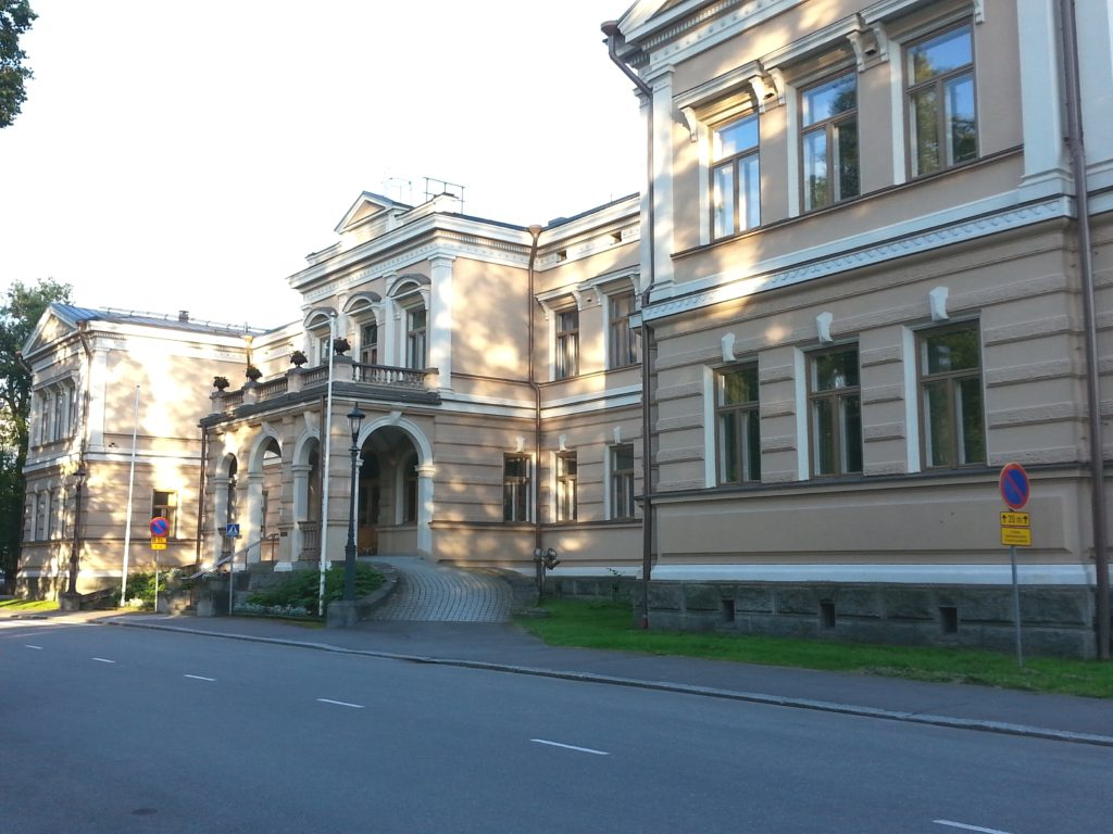Kaunis rakennus on kuin suoraan historiallisesta elokuvasta.