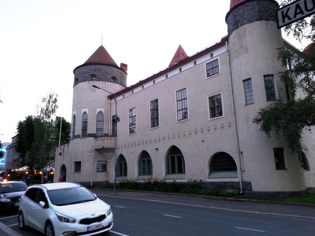 Vanha rakennus on kuin satulinna.