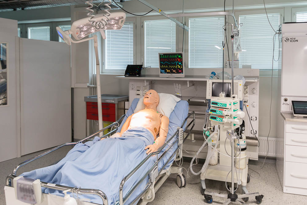 Kuninkaalliset Oulussa: OYS:in testisairaalassa kokeillaan tulevaisuuden sairaalamenetelmiä