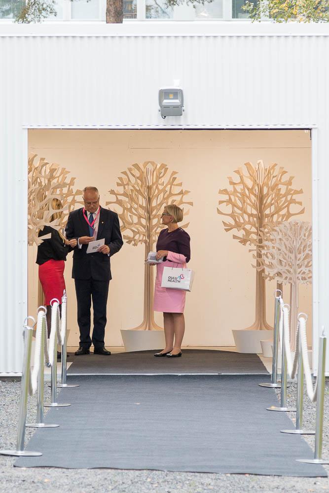Kuninkaalliset Oulussa: OYS TestLab odottelee Norjan kunongasparin saapumista