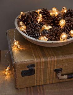 Jouluvalot: valot voi myös laittaa asetelman sekaan.
