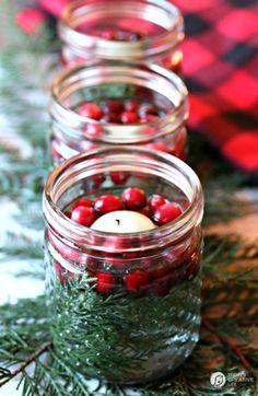 Jouluaatto: Helpot tuikkukipot saavta väriä marjoista ja oksista.