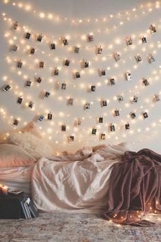 Jouluvalot: pienissä tiloissa kannattaa hyödyntää kattoa ja seiniä.