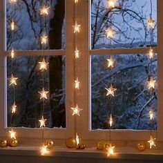 Jouluvalot: ikkunan eteen voi ripustaa myös valot.