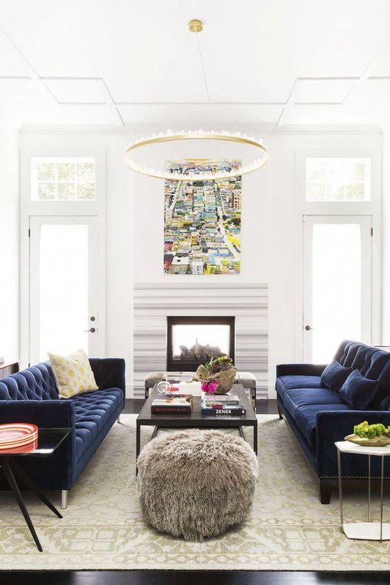 Sisustusvinkit: kaksi eri sohvaa samalla kankaalla verhoiltuna.